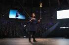 Nederlandse Jalila Essaïdi wint 200.000 dollar in finale Chivas Venture met kleding van koeienmest