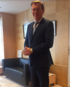 Minister Bruins draagt vandaag op prinsjesdag pak van textielafval