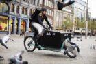 H&M bezorgt online aankopen op de fiets met primeur in Nederland