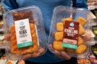 Albert Heijn introduceert vegan kibbeling en vegan spareribs