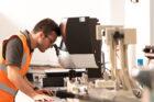 Verpakkingsbedrijf DS Smith onderzoekt zeewier als alternatieve vezelbron voor hout