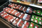 PLUS bespaart bijna 200.000 kilo plastic door vleesverpakkingen aan te pakken